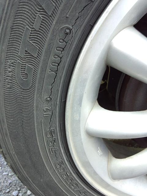 ひび割れタイヤ