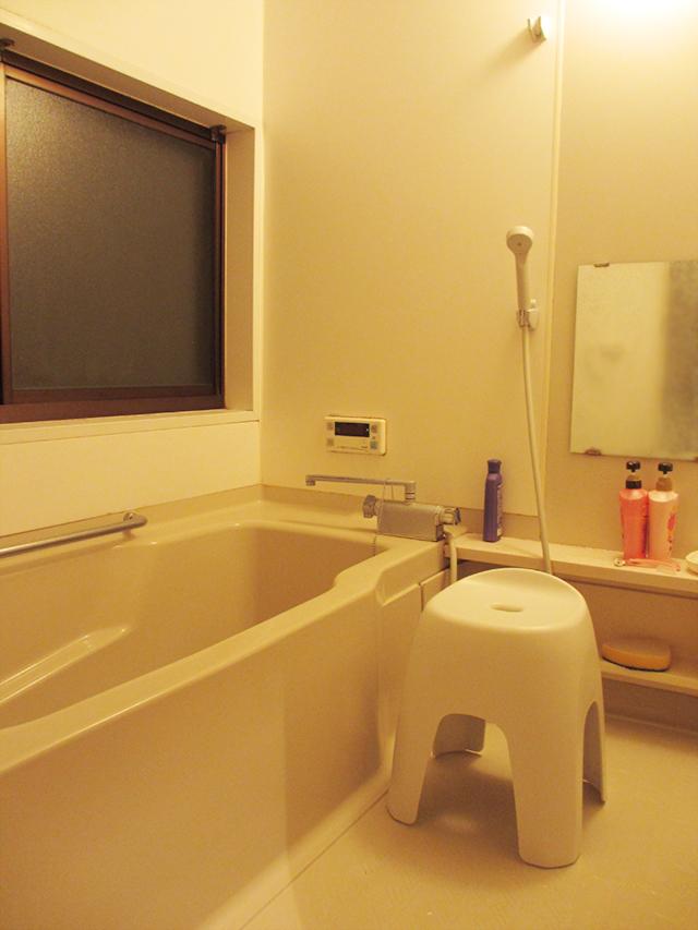 妊婦用にお風呂の椅子を設置