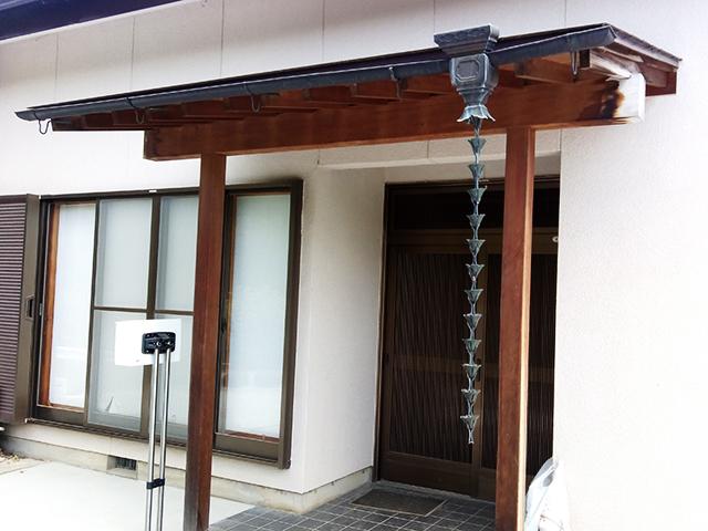 銅製の雨どいと鎖樋