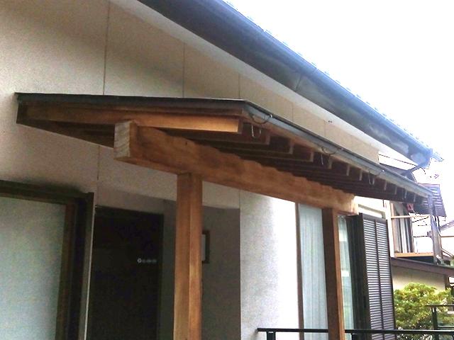 銅製の雨どいを撤去
